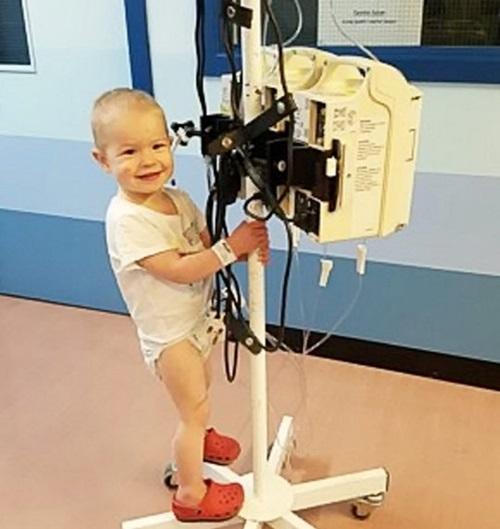 Mẹ phát hiện con gái nhỏ bị ung thư qua bức ảnh bố chụp có chi tiết lạ nhưng dễ bị bỏ qua - Ảnh 6
