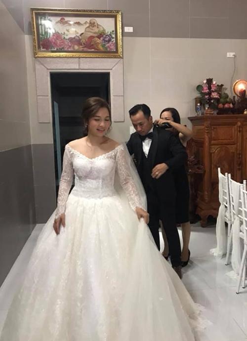 Tiến Đạt được vợ trẻ chăm sóc kỹ lưỡng trong lễ cưới - Ảnh 2