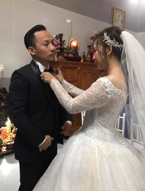 Tiến Đạt được vợ trẻ chăm sóc kỹ lưỡng trong lễ cưới - Ảnh 3