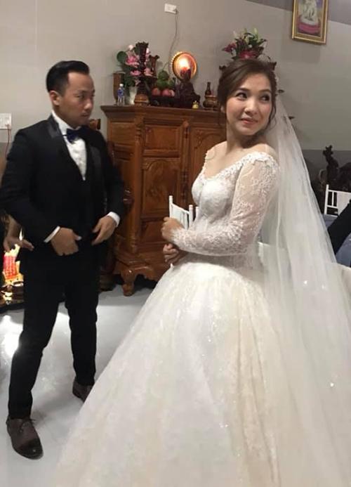 Tiến Đạt được vợ trẻ chăm sóc kỹ lưỡng trong lễ cưới - Ảnh 7