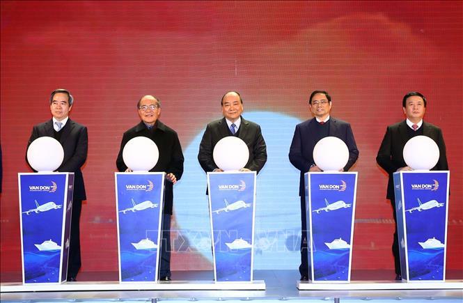 Thủ tướng dự lễ khai trương, thông tuyến 3 dự án hạ tầng trọng điểm tại Quảng Ninh - Ảnh 1