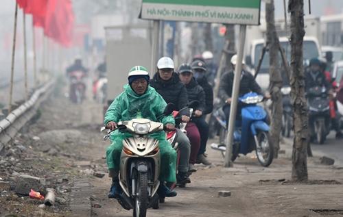 Người dân khốn khổ tìm cách thoát khỏi Hà Nội dưới trời mưa rét để về quê đón Tết - Ảnh 8