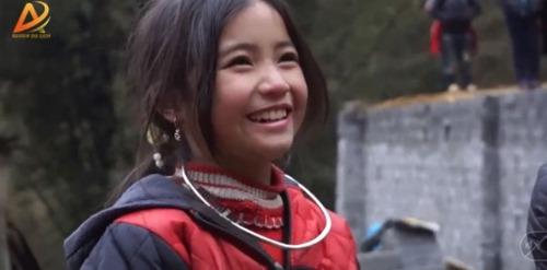 Dân mạng tan chảy trước gương mặt đẹp hút hồn của cô bé người H'Mông - Ảnh 4