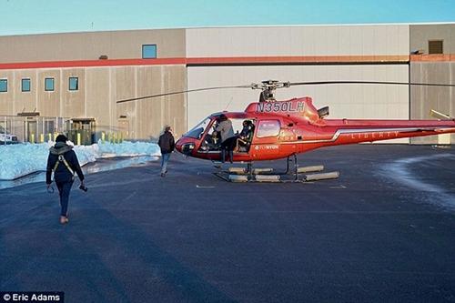 Cận cảnh hiện trường vụ trực thăng rơi ở New York - Ảnh 1