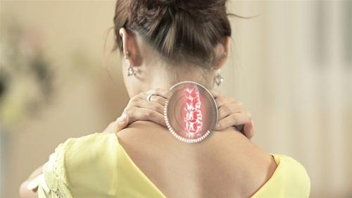 9 cách giúp bạn tự chữa chứng đau vai cổ - Ảnh 1
