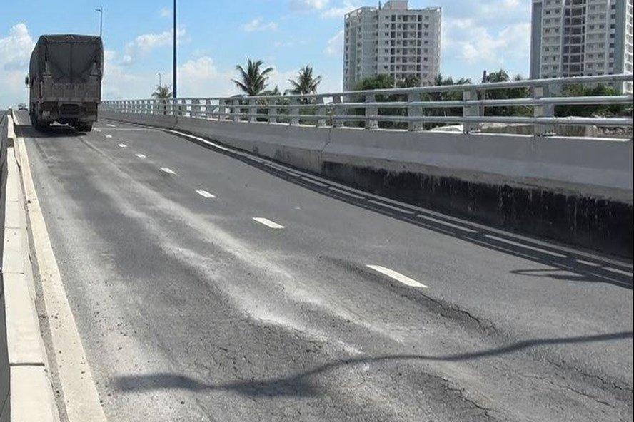 Cầu vượt 200 tỷ vừa thông xe đã sụt lún: Đơn vị thi công giải thích - Ảnh 2