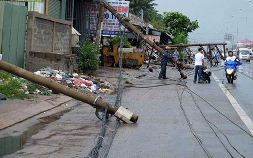 Hàng loạt cột điện bị đổ do lốc xoáy ở Vũng Tàu - Ảnh 1