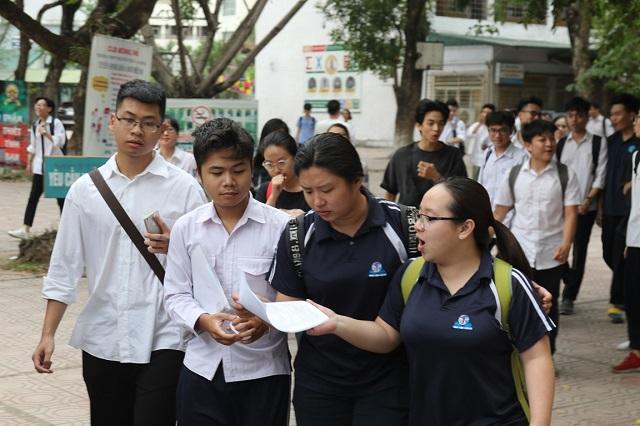 Điểm chuẩn vào các trường ĐH giảm, nguyên nhân và cơ hội cho nguyện vọng bổ sung - Ảnh 1