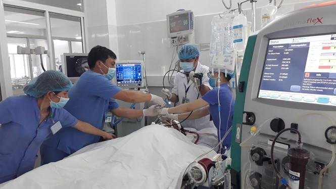 Vụ cả gia đình bị ngộ độc ở Đà Nẵng: Người chồng sống sót đã cử động được - Ảnh 1