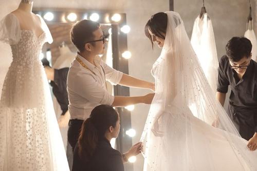 Loạt ảnh Nhã Phương thử váy cưới trước hôn lễ ra mắt công chúng - Ảnh 3