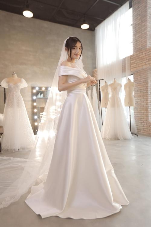Loạt ảnh Nhã Phương thử váy cưới trước hôn lễ ra mắt công chúng - Ảnh 4