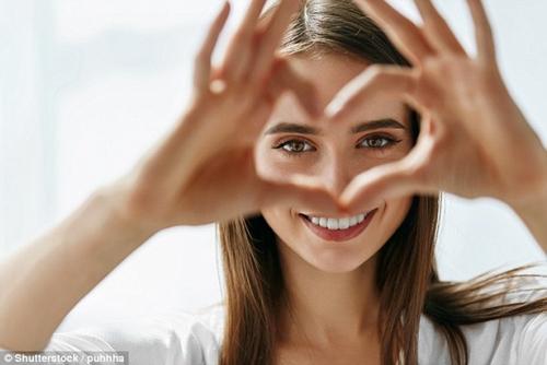 8 thói quen gây hại cho mắt mà nhiều người vẫn vô tình làm mỗi ngày - Ảnh 1