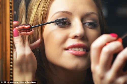 8 thói quen gây hại cho mắt mà nhiều người vẫn vô tình làm mỗi ngày - Ảnh 2