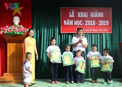 Thầy trò học sinh hải đảo Trường Sa trang trọng đón năm học mới - Ảnh 5