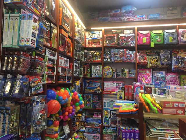 Cảnh giác trước nguy cơ ngộ độc đồ chơi làm từ nhựa dịp trung thu - Ảnh 1