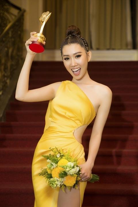 """""""Hân hoa hậu"""" Thuý Ngân buồn vì mất túi xách hàng hiệu đắt tiền sau khi đoạt giải Mai vàng - Ảnh 1"""
