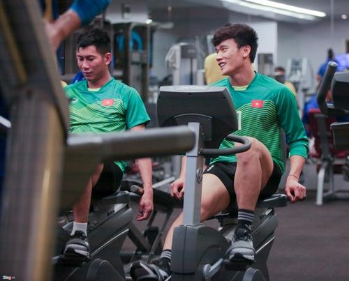 Quyết tâm chiến thắng Yemen, các cầu thủ tuyển Việt Nam miệt mài tập gym - Ảnh 6