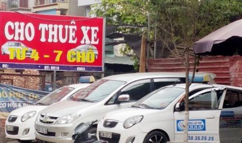 Thuê ô tô tự lái dịp Tết: Giá đắt, điều kiện hà khắc vẫn không có xe mà lái - Ảnh 1