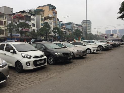 Thuê ô tô tự lái dịp Tết: Giá đắt, điều kiện hà khắc vẫn không có xe mà lái - Ảnh 2