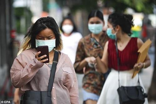 """Người dân Bangkok """"chế"""" khẩu trang đặc biệt trong những ngày ô nhiễm không khí trầm trọng - Ảnh 3"""