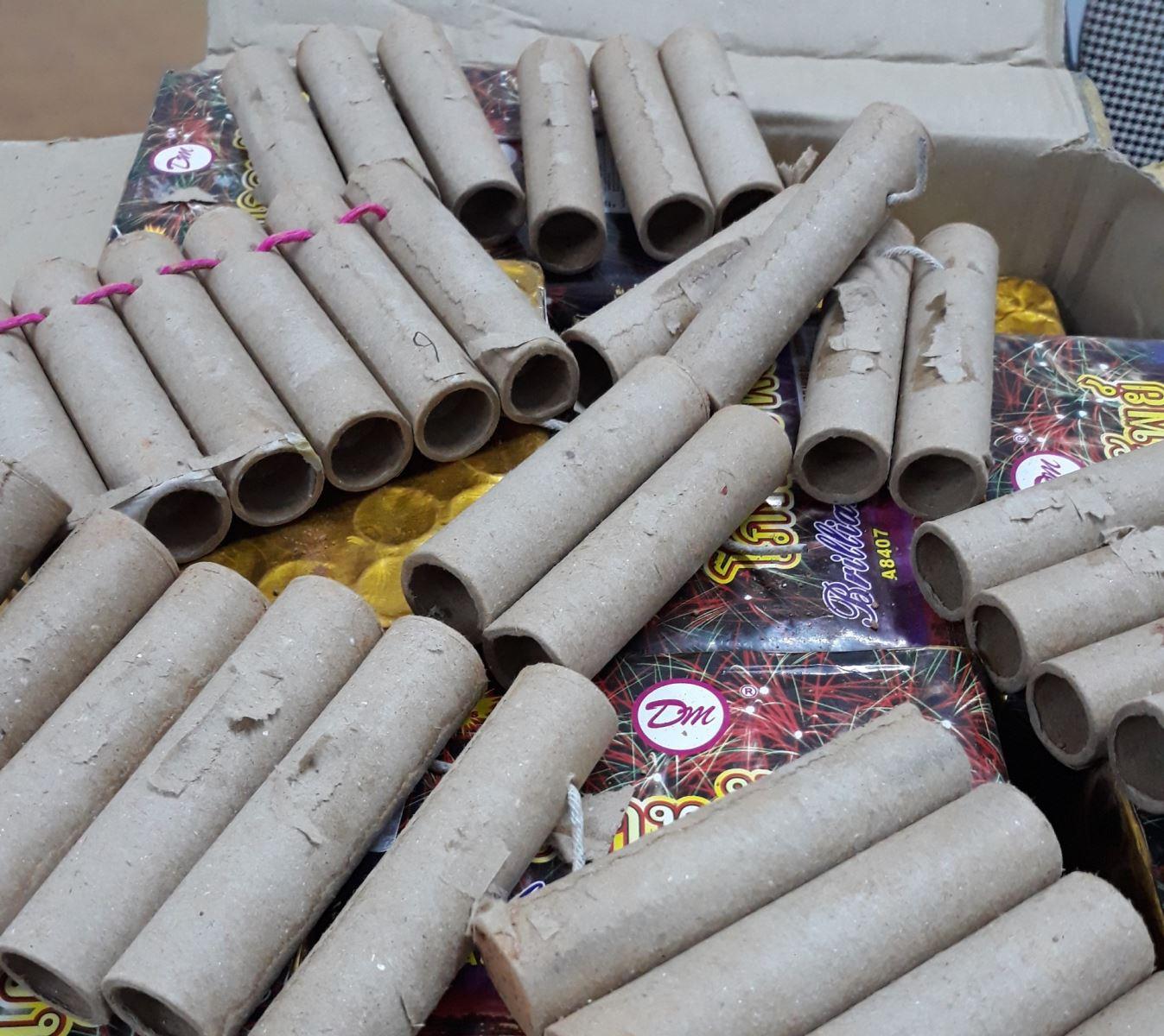Nghệ An: Thu giữ hơn 50 kg pháo lậu các loại đang trên đường vận chuyển - Ảnh 1