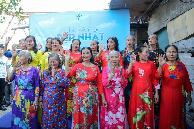 Ngày 20/10 đặc biệt của những cụ bà trong xóm cửu vạn chân cầu Long Biên - Ảnh 1
