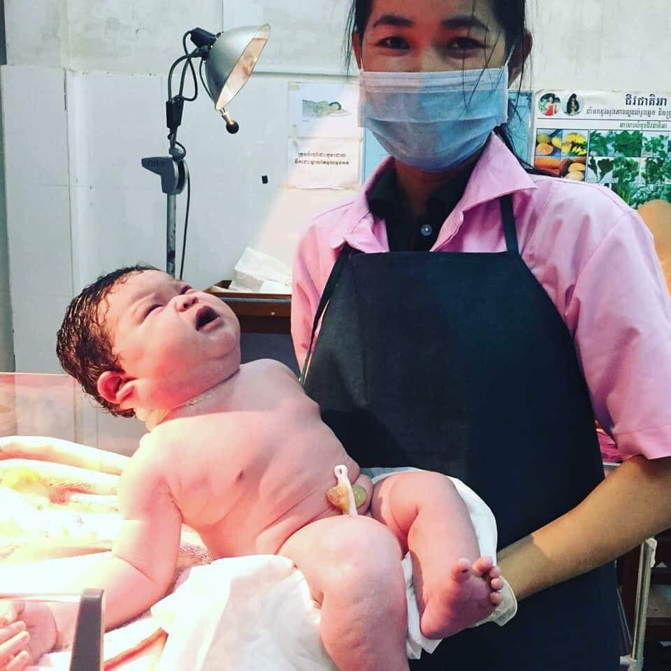 Khâm phục bà mẹ sinh thường bé gái nặng 5,5 kg ở Nghệ An - Ảnh 3