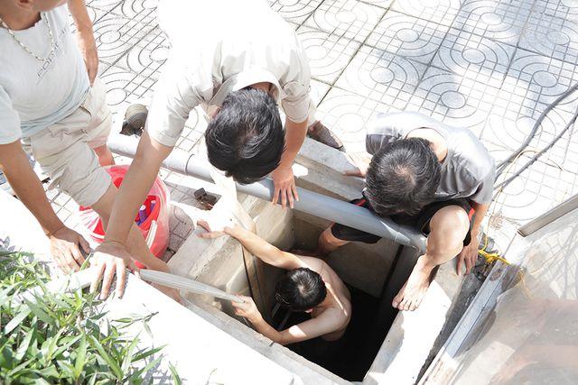 Nguy cơ chết người khi thay bể nước ngầm - Ảnh 2