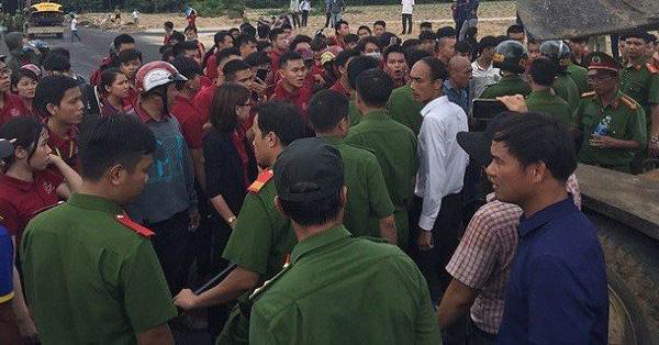 Hé lộ tin nhắn Nguyễn Thái Luyện chỉ đạo nhân viên gây rối, đập phá xe đoàn cưỡng chế - Ảnh 1