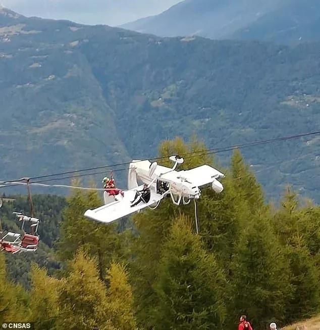 Máy bay mắc vào dây cáp treo, phi công 62 tuổi thoát chết kì diệu - Ảnh 1
