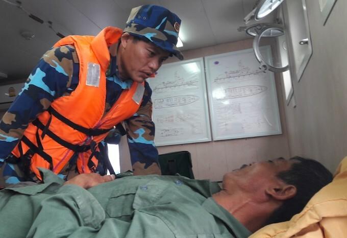 Cháy tàu cá trên biển, 7 ngư dân Nghệ An được cứu thoát chết - Ảnh 2