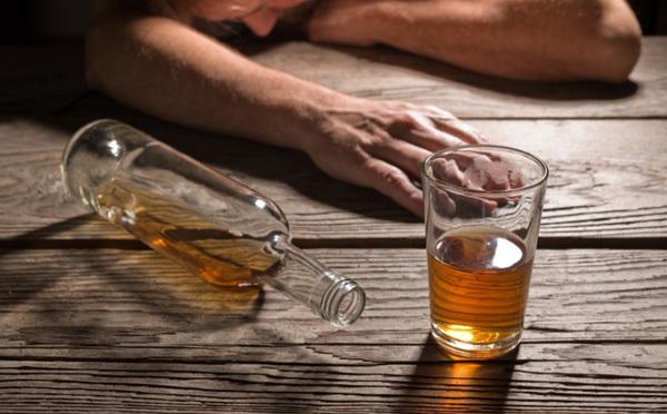 Uống nhiều rượu pha bia, nam sinh viên bị ngộ độc tử vong - Ảnh 1