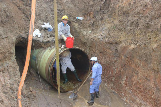 Đường ống dẫn nước sạch sông Đà lại gặp sự cố, 6 vạn dân Hà Nội bị ảnh hưởng - Ảnh 1