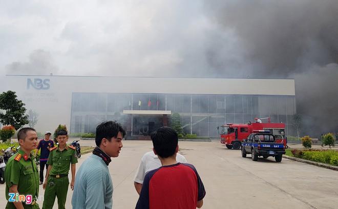 Cháy lớn tại công ty May Nhà Bè- Sóc Trăng, hàng trăm công nhân bỏ chạy tán loạn - Ảnh 2