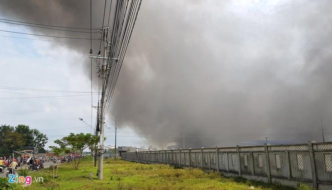 Cháy lớn tại công ty May Nhà Bè- Sóc Trăng, hàng trăm công nhân bỏ chạy tán loạn - Ảnh 3