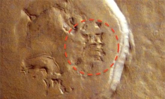Phát hiện dấu ấn gương mặt người ngoài hành tinh trên sao Hoả - Ảnh 1
