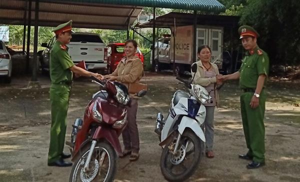 Khởi tố băng nhóm chuyên trộm cắp, làm biển và giấy tờ giả xe máy - Ảnh 3