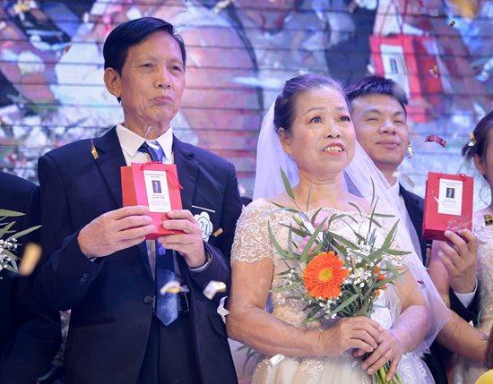 Xúc động trước hình ảnh những cô dâu đặc biệt mặc áo cưới - Ảnh 2