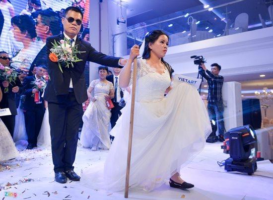 Xúc động trước hình ảnh những cô dâu đặc biệt mặc áo cưới - Ảnh 5