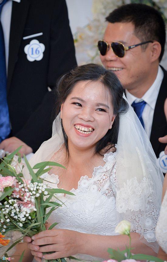 Xúc động trước hình ảnh những cô dâu đặc biệt mặc áo cưới - Ảnh 6