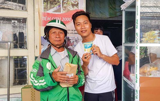 Tiệm bánh mì 0 đồng của 9X mồ côi ở Đà Nẵng - Ảnh 3