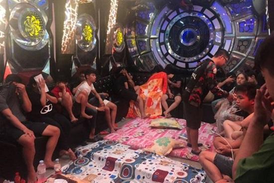 Biên Hòa: Phát hiện 50 đối tượng dương tính ma túy trong quán karaoke - Ảnh 1