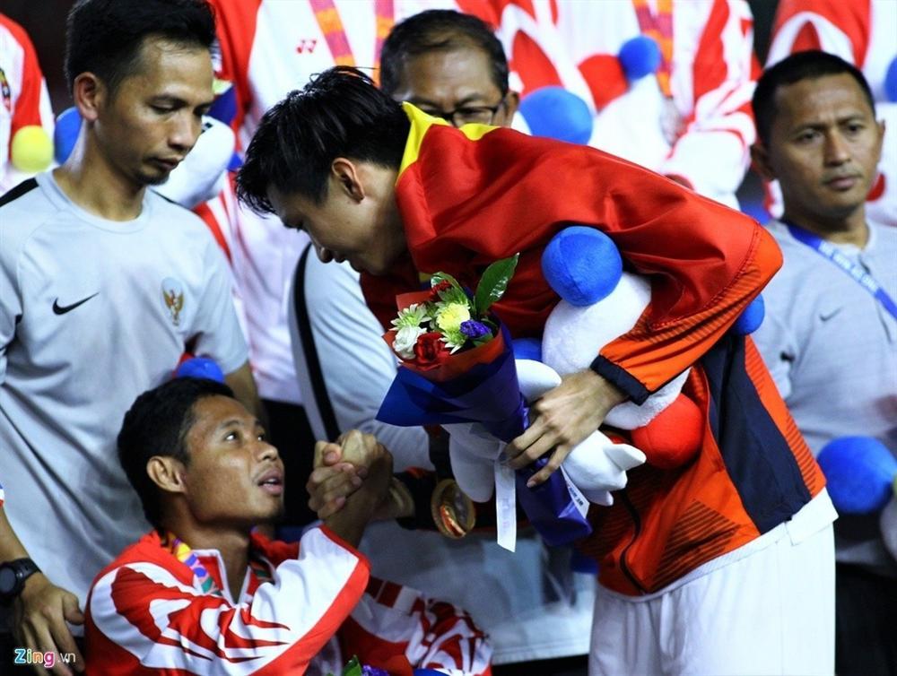 Bất ngờ kết quả kiểm tra của cầu thủ Evan Dimas tuyển U22 Indonesia sau va chạm với Đoàn Văn Hậu - Ảnh 2