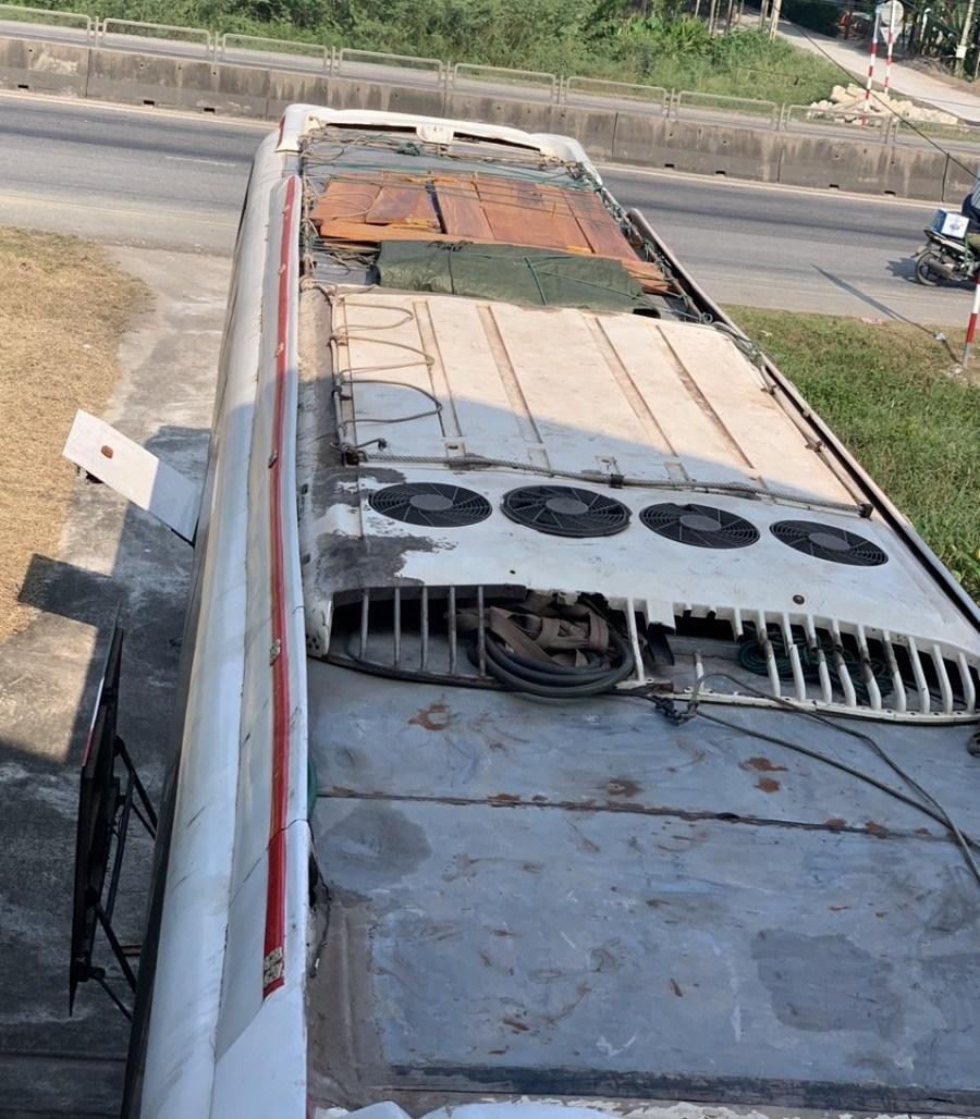 Truy đuổi xe khách biển Lào chở hàng lậu trên QL1 - Ảnh 2