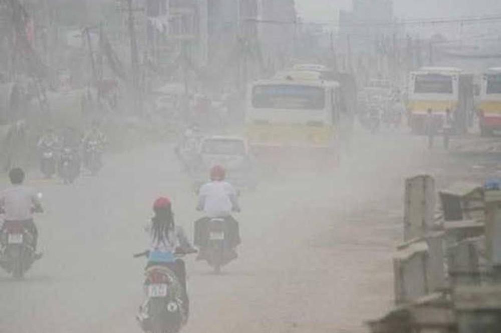 Báo động ô nhiễm không khí: Dân Hà Nội được khuyến cáo nên ở trong nhà - Ảnh 1
