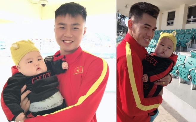 Danh tính em bé được các cầu thủ U23 Việt Nam ở Hàn Quốc tranh nhau bế chụp ảnh - Ảnh 3
