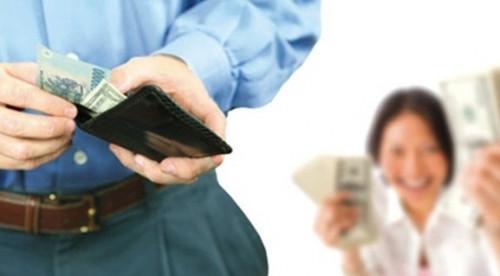 Các ông chồng lên tiếng về quy định mới 'lương của chồng chuyển vào tài khoản vợ' - Ảnh 2