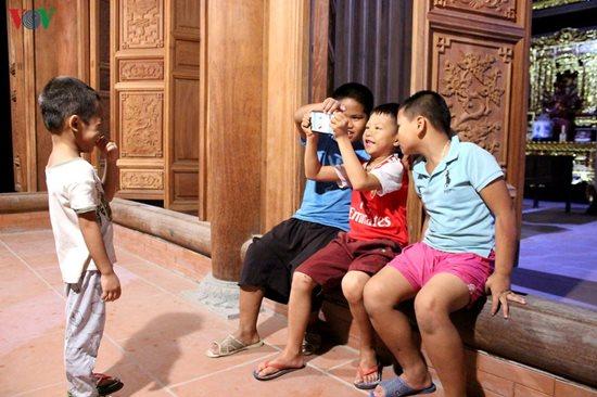 Người cha nuôi xuất gia của 11 đứa trẻ bị bỏ rơi - Ảnh 2