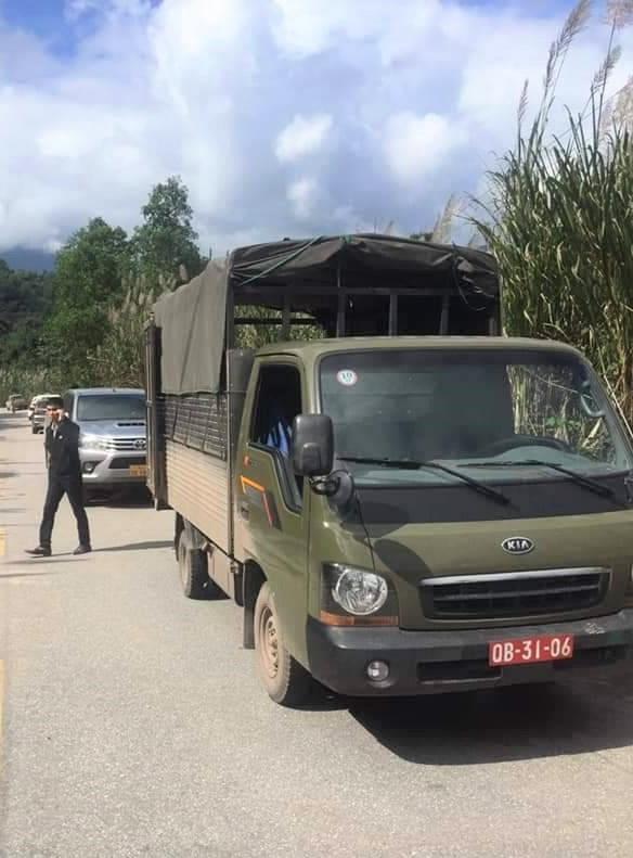 Truy bắt đối tượng bỏ lại 200kg ma túy trốn vào rừng - Ảnh 3