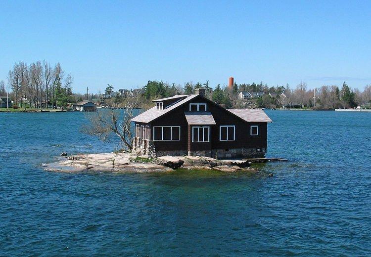 Kỳ lạ hòn đảo nhỏ nhất thế giới chỉ đủ xây 1 ngôi nhà - Ảnh 2